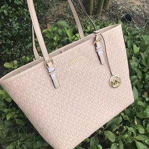 814dd0e2f89e Michael Kors Bags | Signature Vanilla Mk Only Use Few Times No ...